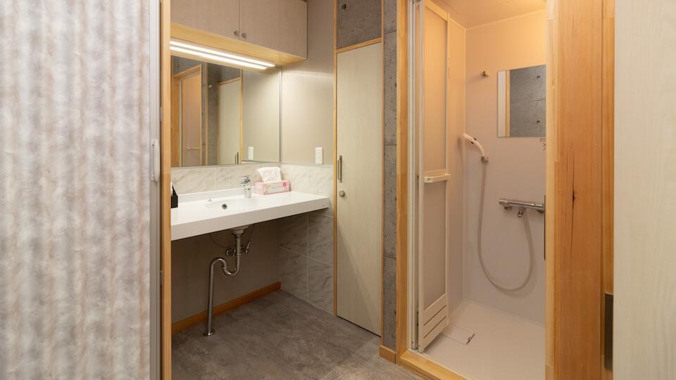個室シャワー完備